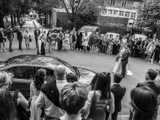 La boda de Unai y Leire en Getxo, Vizcaya 27