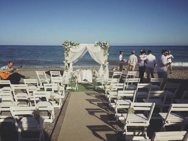 La boda de Bruno y Laura en Torre Del Mar, Málaga 3