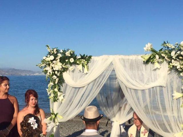 La boda de Bruno y Laura en Torre Del Mar, Málaga 16