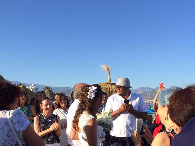La boda de Bruno y Laura en Torre Del Mar, Málaga 24