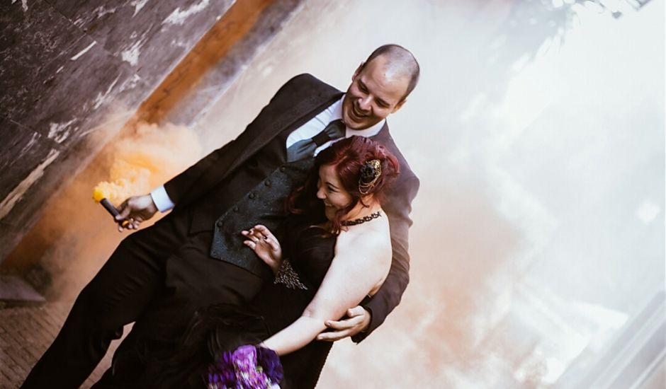 La boda de Pelu y Cova en Oviedo, Asturias