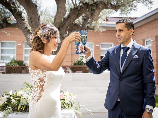 La boda de Carlos y Laura en Villamediana De Iregua, La Rioja 15