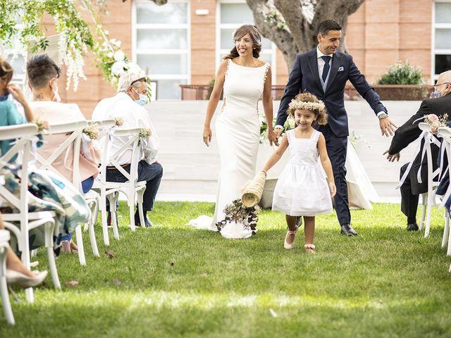 La boda de Carlos y Laura en Villamediana De Iregua, La Rioja 19