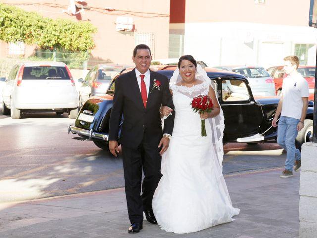 La boda de Roberto y Mercedes en Dos Hermanas, Sevilla 10