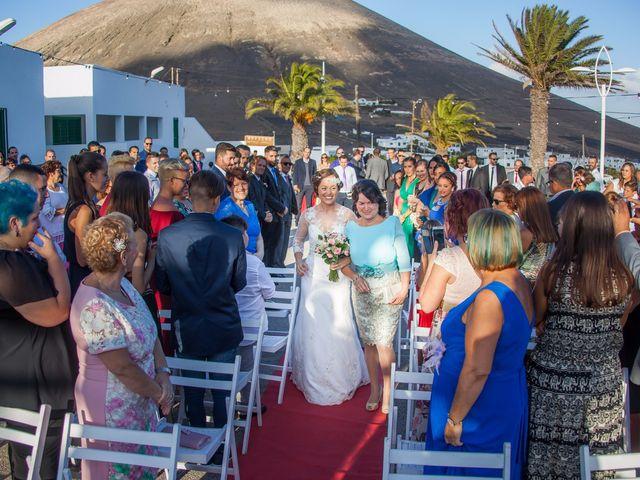 La boda de Omayra y Adrian  en San Bartolomé, Las Palmas 3