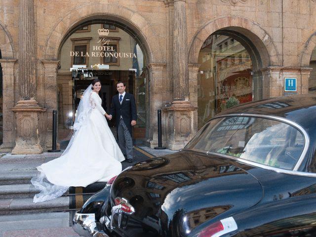La boda de Juan y Raquel en Oviedo, Asturias 16