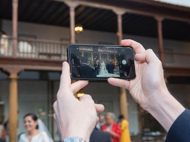 La boda de Juan y Raquel en Oviedo, Asturias 17