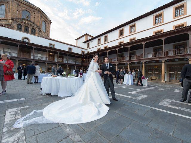 La boda de Juan y Raquel en Oviedo, Asturias 18