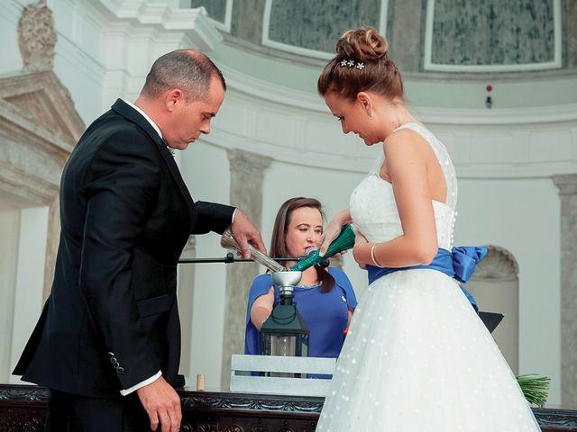 La boda de Ángel y Isabel en Requena, Valencia 26