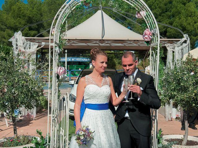 La boda de Ángel y Isabel en Requena, Valencia 32