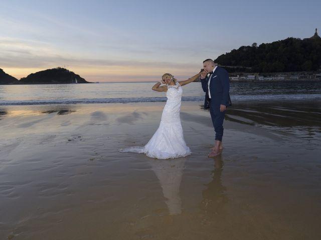 La boda de David y Astrid en Donostia-San Sebastián, Guipúzcoa 23