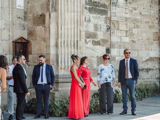 La boda de Fernando y Carla en Canedo, León 29
