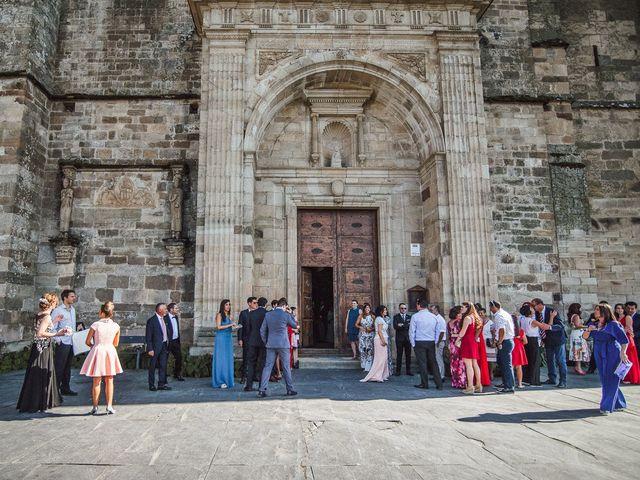 La boda de Fernando y Carla en Canedo, León 30