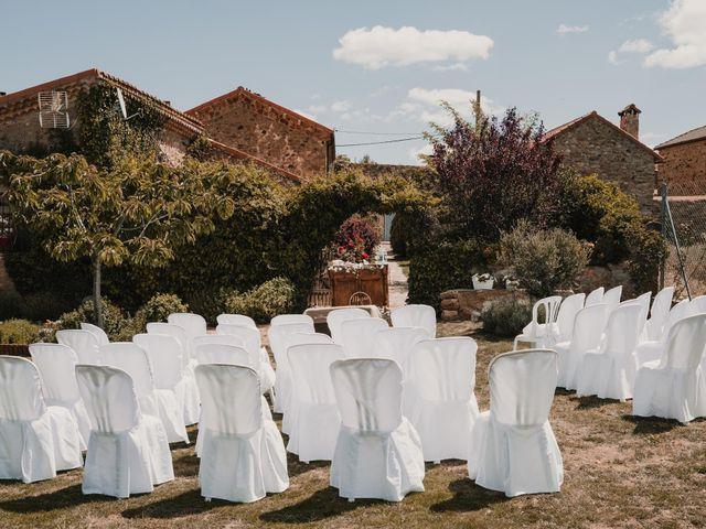 La boda de Víctor y María en Berlanga De Duero, Soria 34