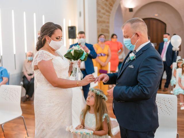 La boda de Antonio y Rocio en San Fernando, Cádiz 13