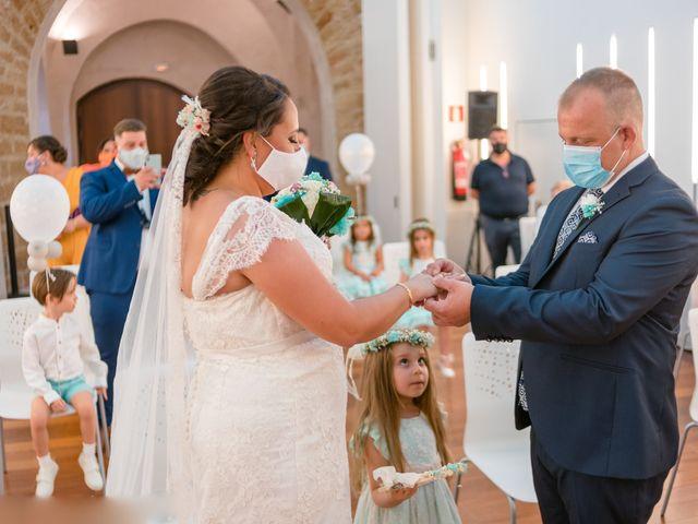 La boda de Antonio y Rocio en San Fernando, Cádiz 14