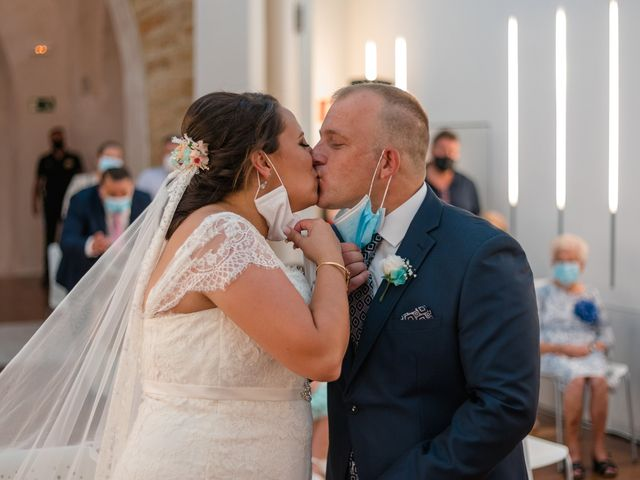 La boda de Antonio y Rocio en San Fernando, Cádiz 15