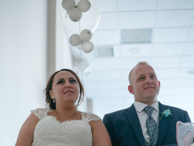 La boda de Antonio y Rocio en San Fernando, Cádiz 32