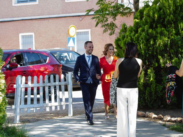 La boda de Pablo y Angela en Santa Amalia, Badajoz 30