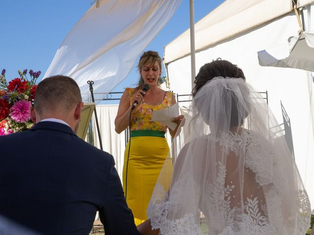 La boda de Pablo y Angela en Santa Amalia, Badajoz 33