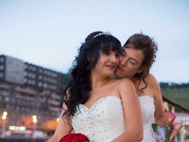 La boda de Patricia y Irune en Bilbao, Vizcaya 16