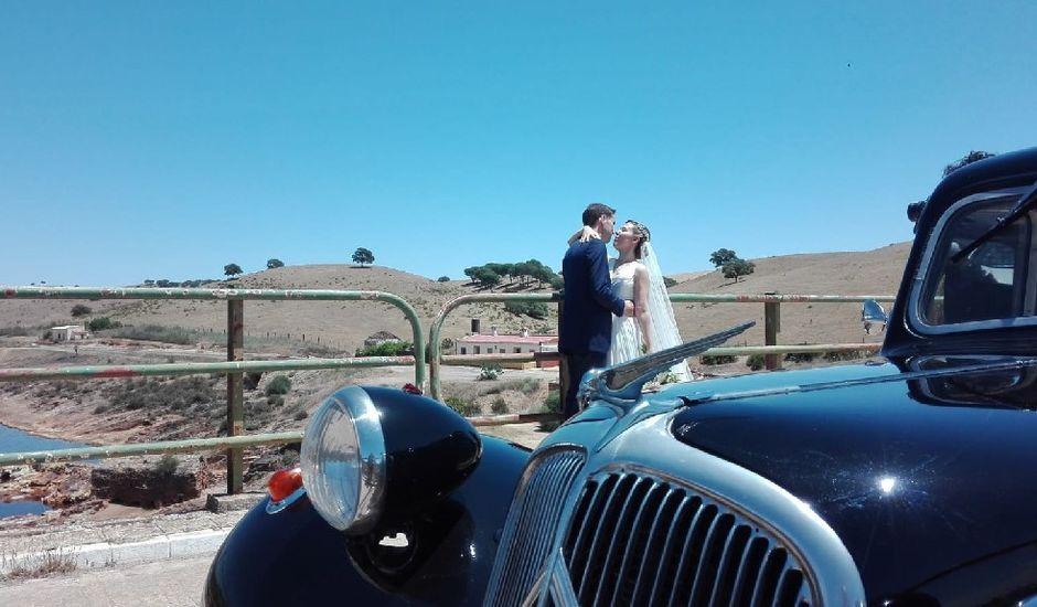 La boda de Daniel y María de los Ángeles en La Palma Del Condado, Huelva