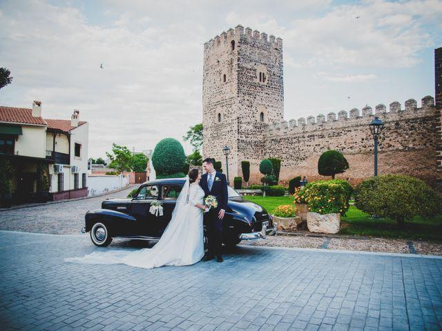 La boda de Santiago y Pilar en Bolaños De Calatrava, Ciudad Real 30