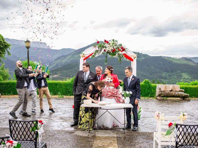 La boda de Iker y Janire en Dima, Vizcaya 20