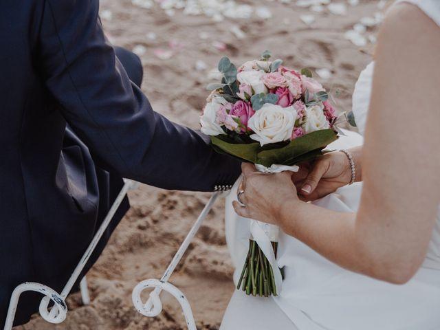 La boda de Román y María José en Mareny Blau, Valencia 15