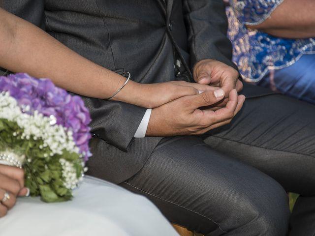 La boda de Javi y Issis en Torrent, Valencia 15