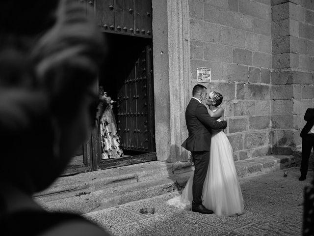 La boda de Óscar y Esther en El Tiemblo, Ávila 30