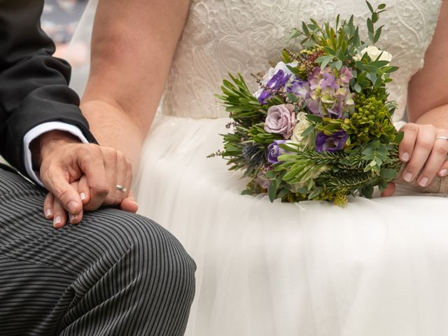 La boda de Héctor y Yolanda en Cambre, A Coruña 48