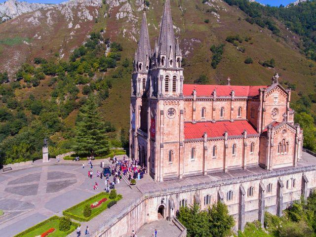 La boda de José y Lourdes en Cangas De Onis, Asturias 13