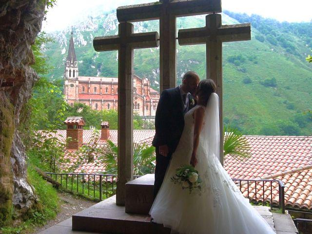 La boda de José y Lourdes en Cangas De Onis, Asturias 23