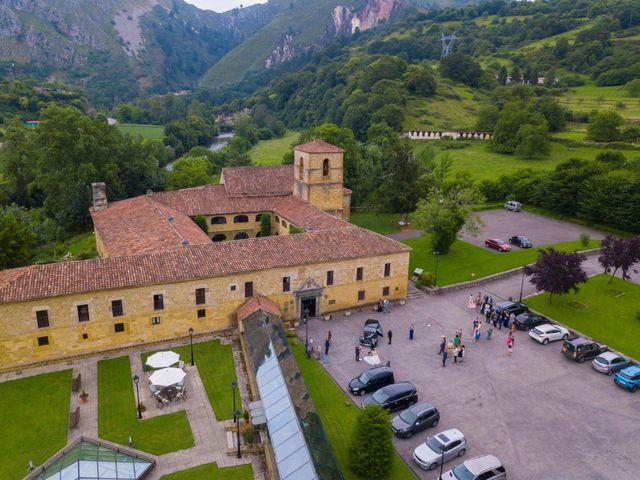 La boda de José y Lourdes en Cangas De Onis, Asturias 30