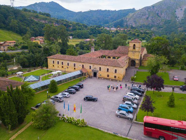 La boda de José y Lourdes en Cangas De Onis, Asturias 31