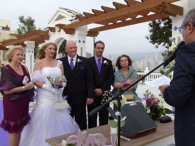 La boda de Robert y Yoli en Benidorm, Alicante 15