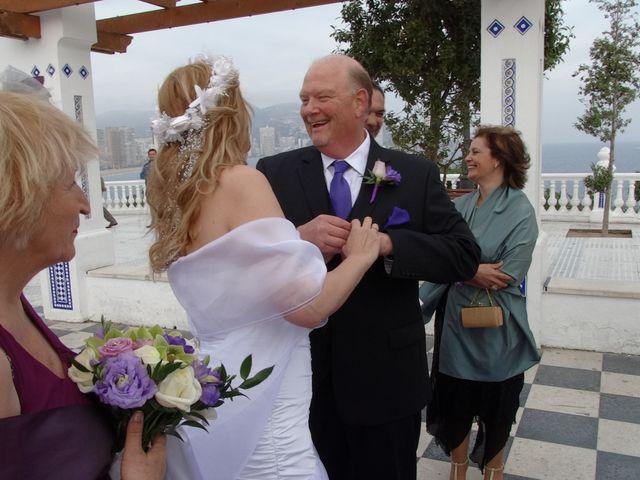 La boda de Robert y Yoli en Benidorm, Alicante 16