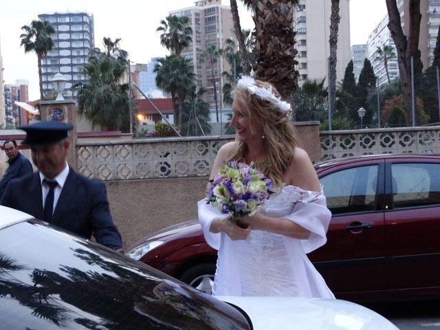 La boda de Robert y Yoli en Benidorm, Alicante 17
