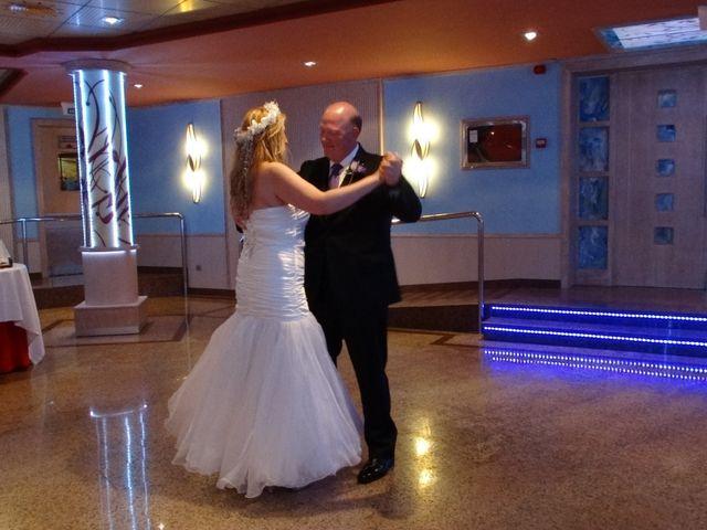 La boda de Robert y Yoli en Benidorm, Alicante 21