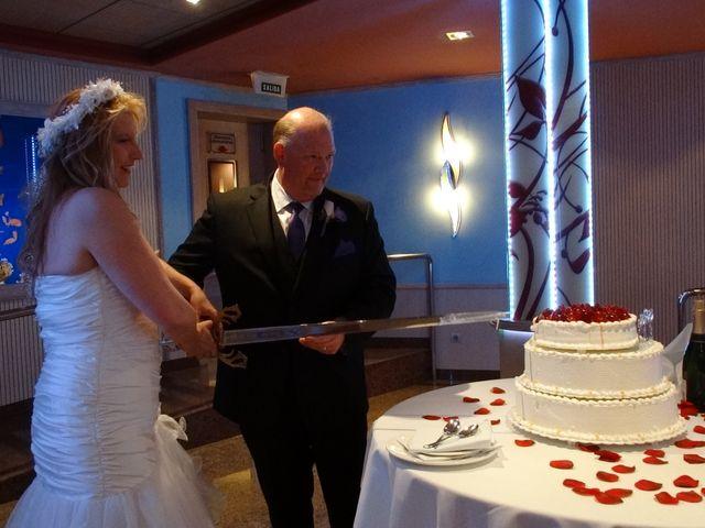 La boda de Robert y Yoli en Benidorm, Alicante 23