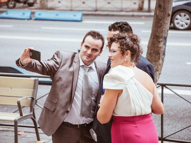 La boda de María y Ángel en Madrid, Madrid 25