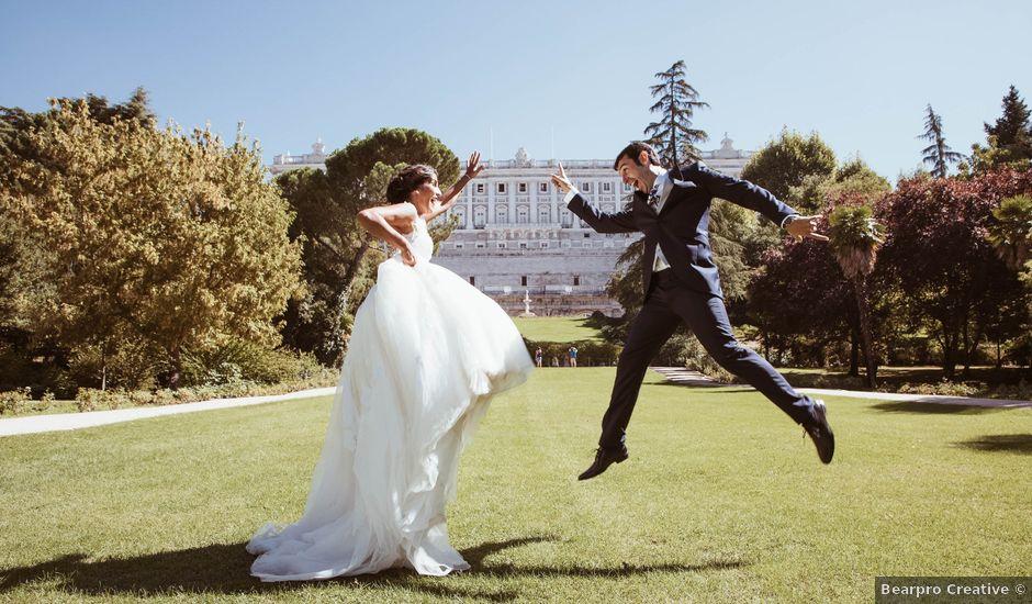 La boda de María y Ángel en Madrid, Madrid