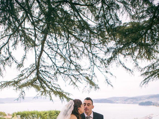 La boda de Nano y Yoli en Bueu (Resto Parroquia), Pontevedra 30
