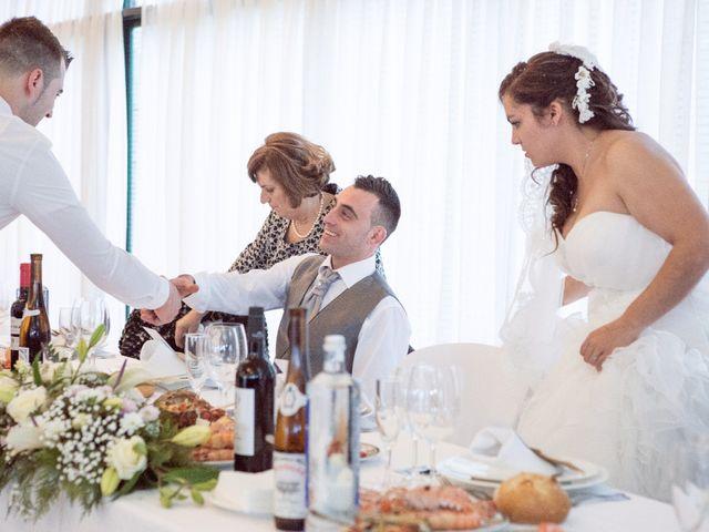 La boda de Nano y Yoli en Bueu (Resto Parroquia), Pontevedra 39