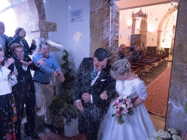 La boda de Dani y Mariana en Naveces, Asturias 27