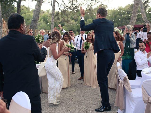 La boda de Fredinand y Ninoshka en Altafulla, Tarragona 53