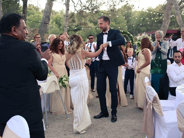 La boda de Fredinand y Ninoshka en Altafulla, Tarragona 54