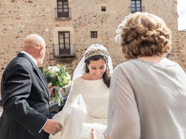 La boda de Cristina y Santi en Cáceres, Cáceres 21