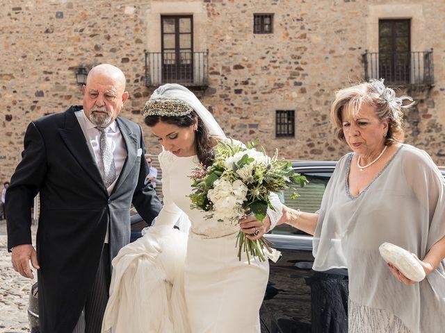 La boda de Cristina y Santi en Cáceres, Cáceres 22